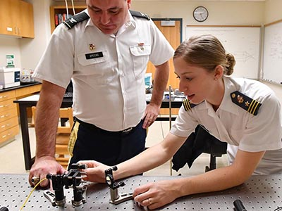 Emma Nobile '17 works with Col. Merce Brooke IV '94 on her project to develop an off-axis integrated cavity output spectrometer. – VMI Photo by Kelly Nye.